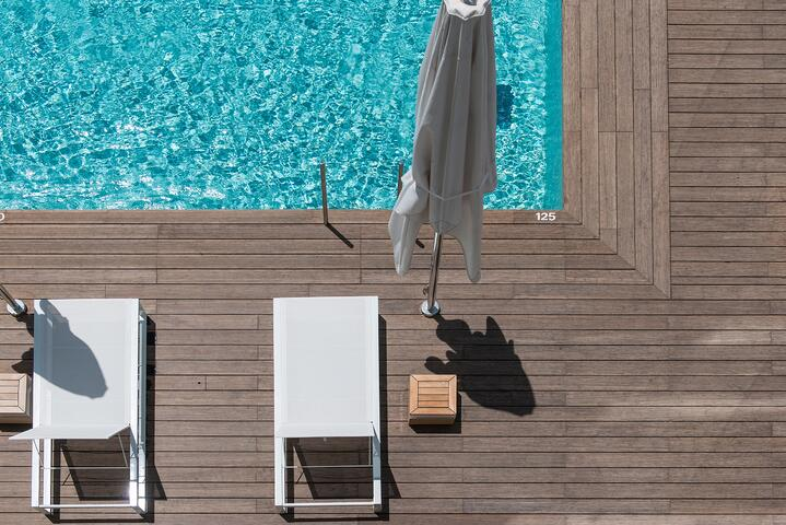5 examples of bamboo decking around a pool