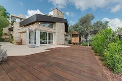 Creative combinations with natural stone and bamboo