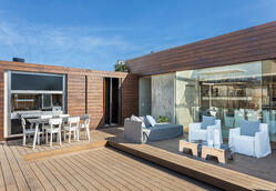 A rooftop with bamboo decking board and wall covering in Buenos Aires