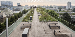 A rooftop deck with the feeling of infinite length and ecological fit